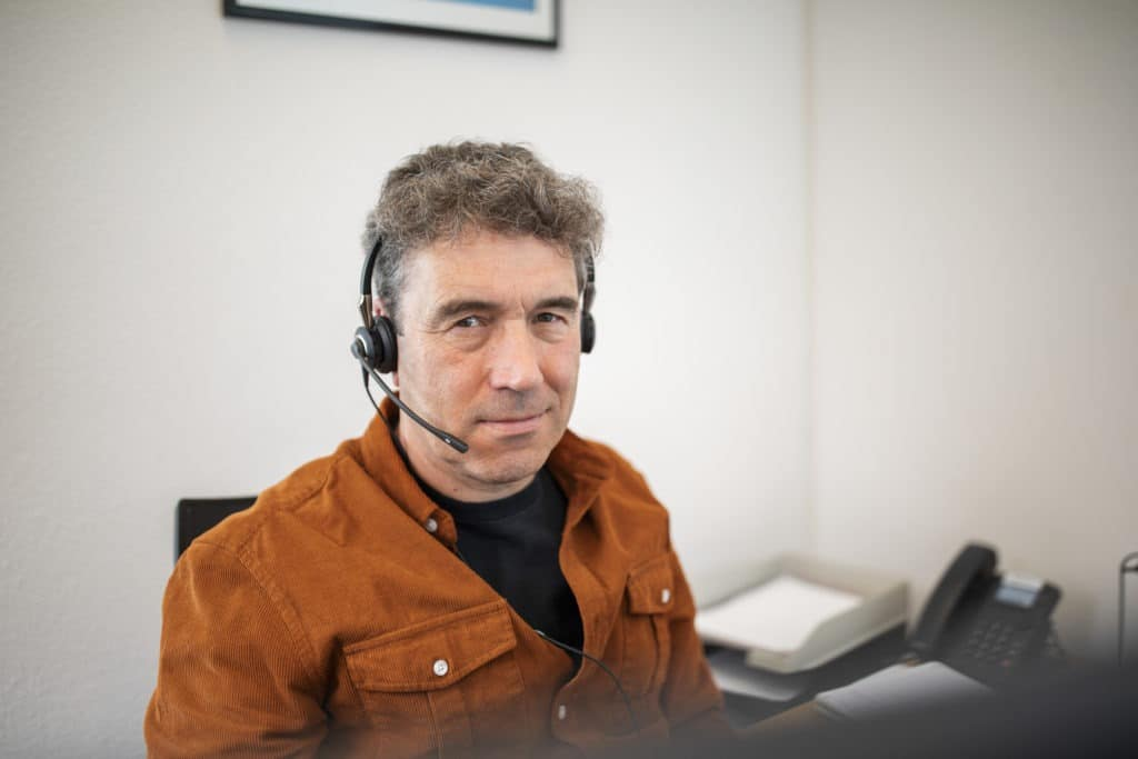 05.2019 André looking at camera 1024x683 Customer service and project management