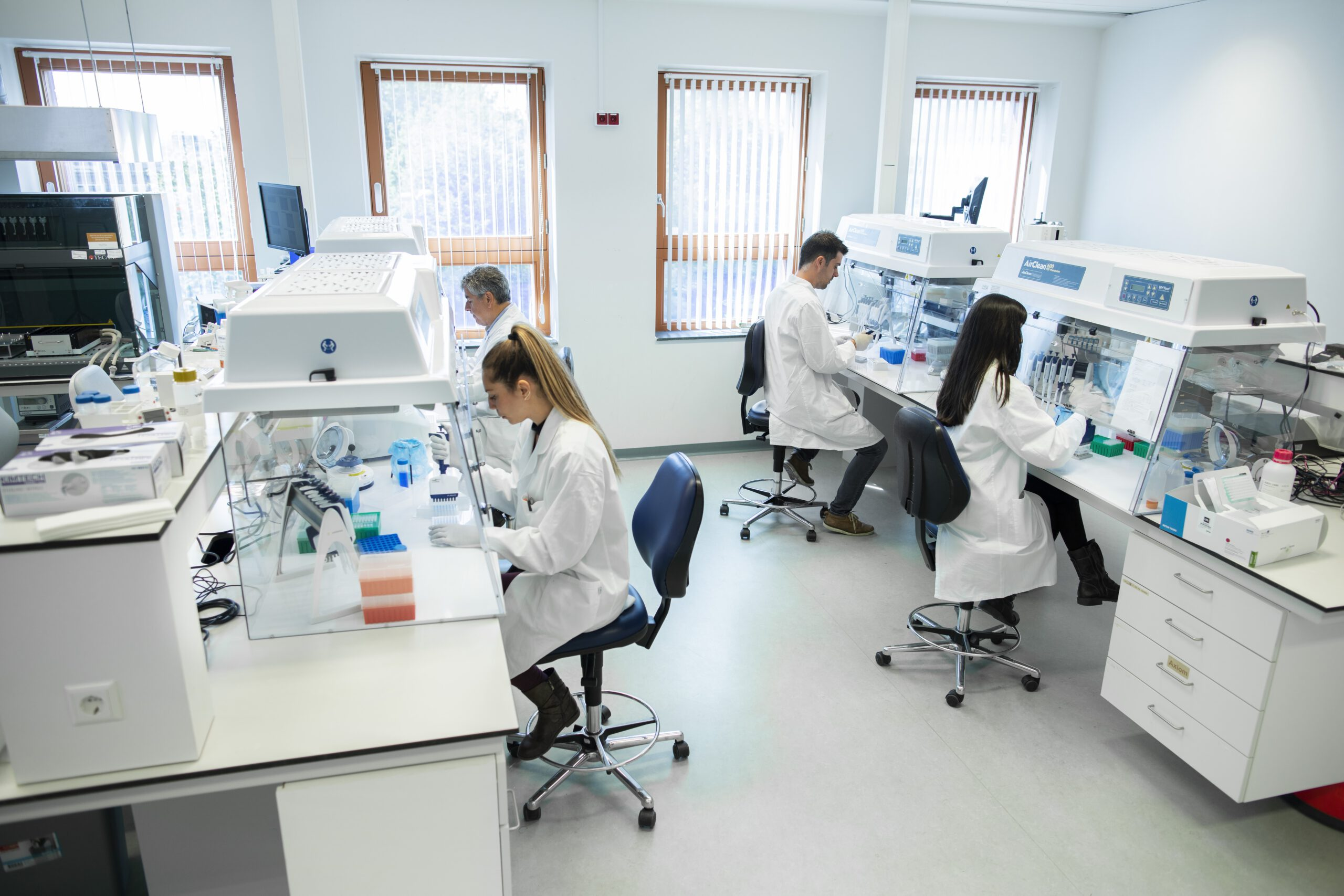 05.2019 Four people in the lab Coronavirus Updates at GenomeScan